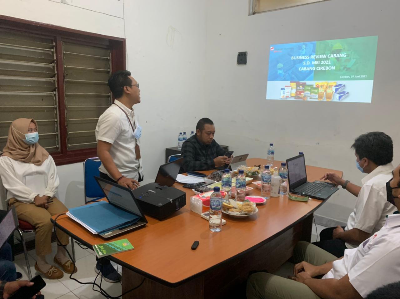 Cabang Cirebon Lakukan Business Review