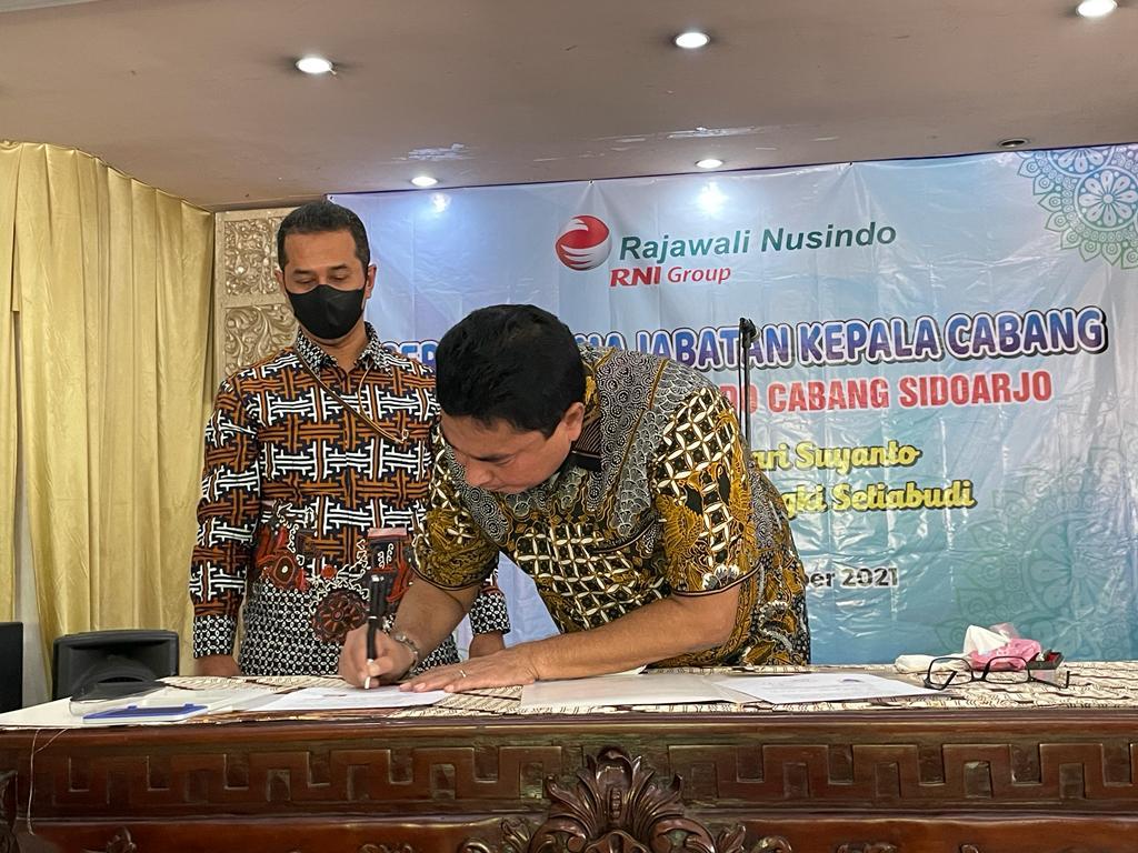 Direktur Rajawali Nusindo Pimpin dan Saksikan Sertijab Kepala Cabang Sidoarjo